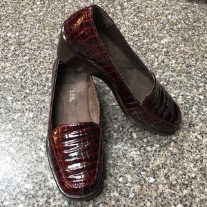 EUC AEROSOLES Berry loafers